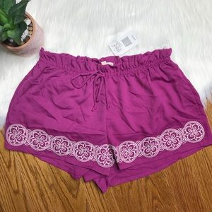 Embroidered Casual Shorts Juniors Size Large NWT